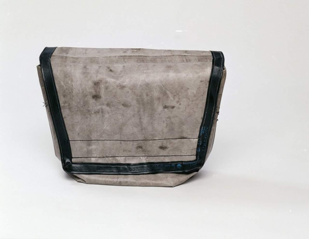 freitag tasche popul rer name daniel markus freitag daniel daniel markus freitag. Black Bedroom Furniture Sets. Home Design Ideas